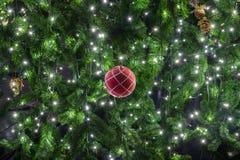 Decoración hermosa del árbol de navidad Foto de archivo libre de regalías