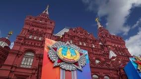 Decoración histórica contra el cielo, Plaza Roja, Moscú, Rusia de Victory Day del museo metrajes