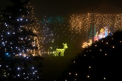 Decoración iluminada de la Navidad en la oscuridad Fotos de archivo
