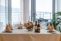 Decoración interior de la tabla del restaurante hermoso Imagen de archivo