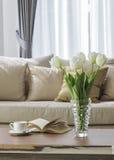 Decoración interior del hogar del sofá de la sala de estar Fotos de archivo libres de regalías