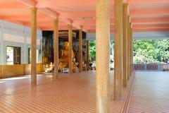 Decoración interior del templo budista Foto de archivo