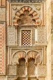 Decoración islámica antigua del edificio con la ventana Fotos de archivo libres de regalías
