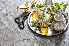 Decoración islámica de los días de fiesta Ramadan Kareem Vidrios y pote del té Fotografía de archivo