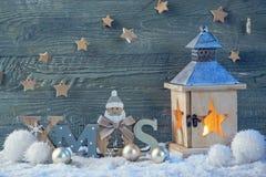 Decoración latern y de la Navidad ardiente Imagenes de archivo