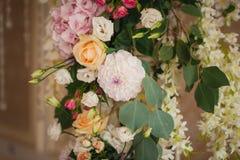 Decoración mezclada hermosa de la boda de la flor Fotografía de archivo libre de regalías