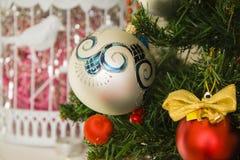 Decoración multicolora del árbol del Año Nuevo Imagen de archivo