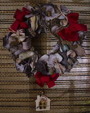Decoración natural hecha a mano de la guirnalda de la Navidad - diseño retro del estilo, espacio de la copia Imagenes de archivo