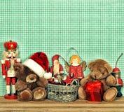 Decoración nostálgica de la Navidad con los juguetes antiguos Fotografía de archivo libre de regalías