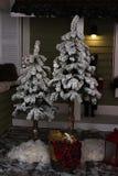 Decoración oscura del Año Nuevo con el árbol de navidad Fotografía de archivo