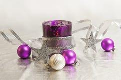 Decoración púrpura de la Navidad Imagen de archivo libre de regalías