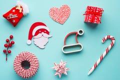 Decoración Papá Noel de la Navidad, árbol de navidad rojo y snowmam Fotografía de archivo libre de regalías