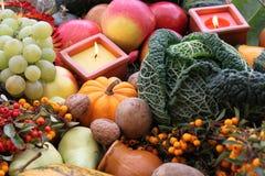 Decoración para la acción de gracias con la fruta y el vegetab Imagen de archivo libre de regalías