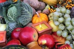 Decoración para la acción de gracias con la fruta y el vegetab Fotos de archivo libres de regalías