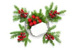 Decoración roja de la tarjeta de los berriesgreetings de las ramas de árbol de navidad Foto de archivo libre de regalías