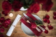 Decoración romántica de la tabla para el día de tarjetas del día de San Valentín Imagen de archivo libre de regalías
