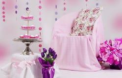 Decoración rosada de la fiesta de bienvenida al bebé Imágenes de archivo libres de regalías