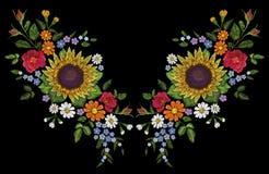 Decoración salvaje del escote del arreglo del bordado de flores del campo del girasol Impresión floral de la ropa de la materia t Imagen de archivo