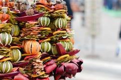 Decoración secada de la guirnalda de la fruta cítrica Fotografía de archivo libre de regalías