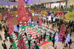 Decoración Snoopy de la Navidad de APM en Hong Kong Foto de archivo
