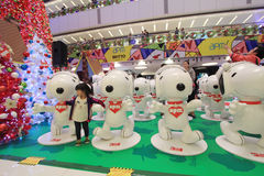 Decoración Snoopy de la Navidad de APM en Hong Kong Imagen de archivo libre de regalías