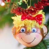 Decoración sonriente de la Navidad del mono Fotos de archivo