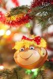 Decoración sonriente de la Navidad del mono Imagen de archivo libre de regalías