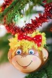 Decoración sonriente de la Navidad del mono Foto de archivo