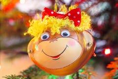 Decoración sonriente de la Navidad del mono Imagen de archivo