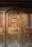 Decoración tallada madera de la puerta de madera Fotografía de archivo