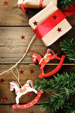 Decoración tradicional de la Navidad con los juguetes de Navidad del vintage Imagenes de archivo