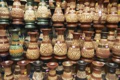 Decoración tribal en los recuerdos tradicionales, Kuching, Sarawak, Malasia de los motivos Imagen de archivo libre de regalías