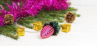 Decoración verde del Año Nuevo del árbol de navidad Fotografía de archivo