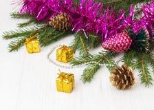 Decoración verde del Año Nuevo del árbol de navidad Imagenes de archivo