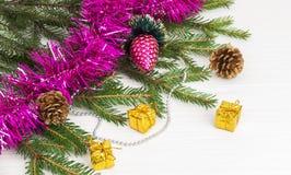 Decoración verde del Año Nuevo del árbol de navidad Imágenes de archivo libres de regalías
