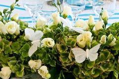 Decoración Wedding de la flor blanca y de la mariposa Fotos de archivo