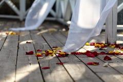 Decoración y abastecimiento de la boda en la calle del verano imagen de archivo libre de regalías