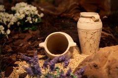 Decoración y arte de cerámica de los jarros de la arcilla de los floreros Fotografía de archivo libre de regalías