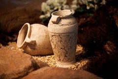 Decoración y arte de cerámica de los jarros de la arcilla de los floreros Foto de archivo libre de regalías