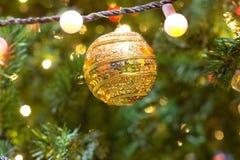 decoración y bokeh de luces de Navidad para el backg del Año Nuevo de la Navidad Imágenes de archivo libres de regalías