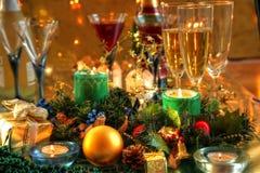 Decoración y champán de la Navidad Foto de archivo libre de regalías