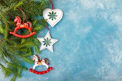 Decoración y comida de la Navidad Fotos de archivo