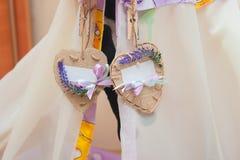 Decoración de la boda bajo la forma de corazones y espacio para el texto Fotos de archivo libres de regalías