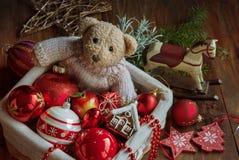 Decoración de la Navidad con el juguete del oso Imagenes de archivo
