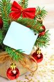 Decoración de la Navidad, ramita del pino, tarjeta para el texto, chuchería de la Navidad Imágenes de archivo libres de regalías