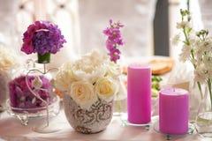 Decoración de la tabla de la porción de la boda Imágenes de archivo libres de regalías