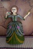 Decoración esquelética de tamaño natural femenina en el día de la celebración muerta Foto de archivo libre de regalías