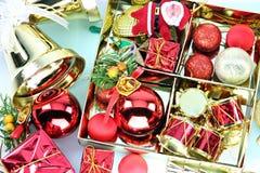 Decoraciones accesorias de la Navidad o del Año Nuevo. Foto de archivo libre de regalías