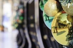 Decoraciones al aire libre de la Navidad Imagenes de archivo