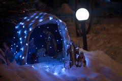 Decoraciones al aire libre de la Navidad con las luces Fotografía de archivo